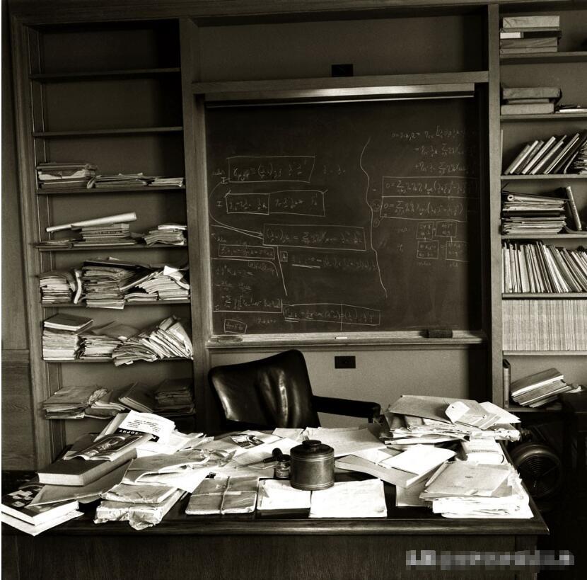 爱因斯坦去世当天老照片:摄影师费尽心机拍摄,50年后才重见天日