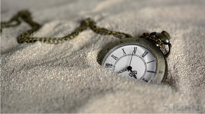 光年是距离单位,我们却能从中看到时间,光走一光年真要一年吗?